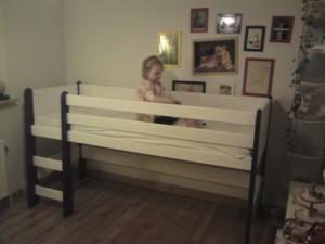 Den nye seng netop samlet og allerede i brug :)